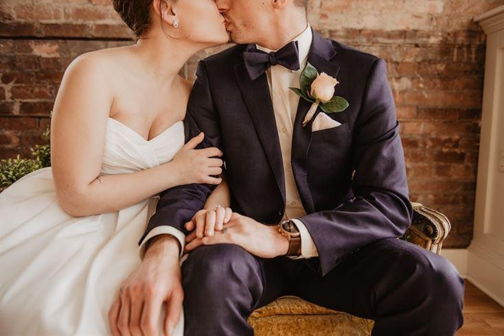 Tinute de nunti: Outfituri elegante, simple, dar in voga