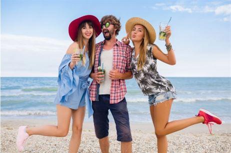 Tinute de vacanta la mare - outfituri inspirate de pe plajele californiene